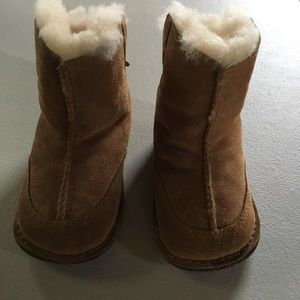 Size medium uggs for toddlers
